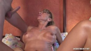 JacquieEtMichelTV – Karla Two Guys To Eat FRENCH