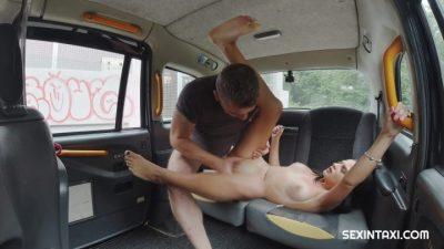 SexInTaxi E44 Mia Trejsi CZECH